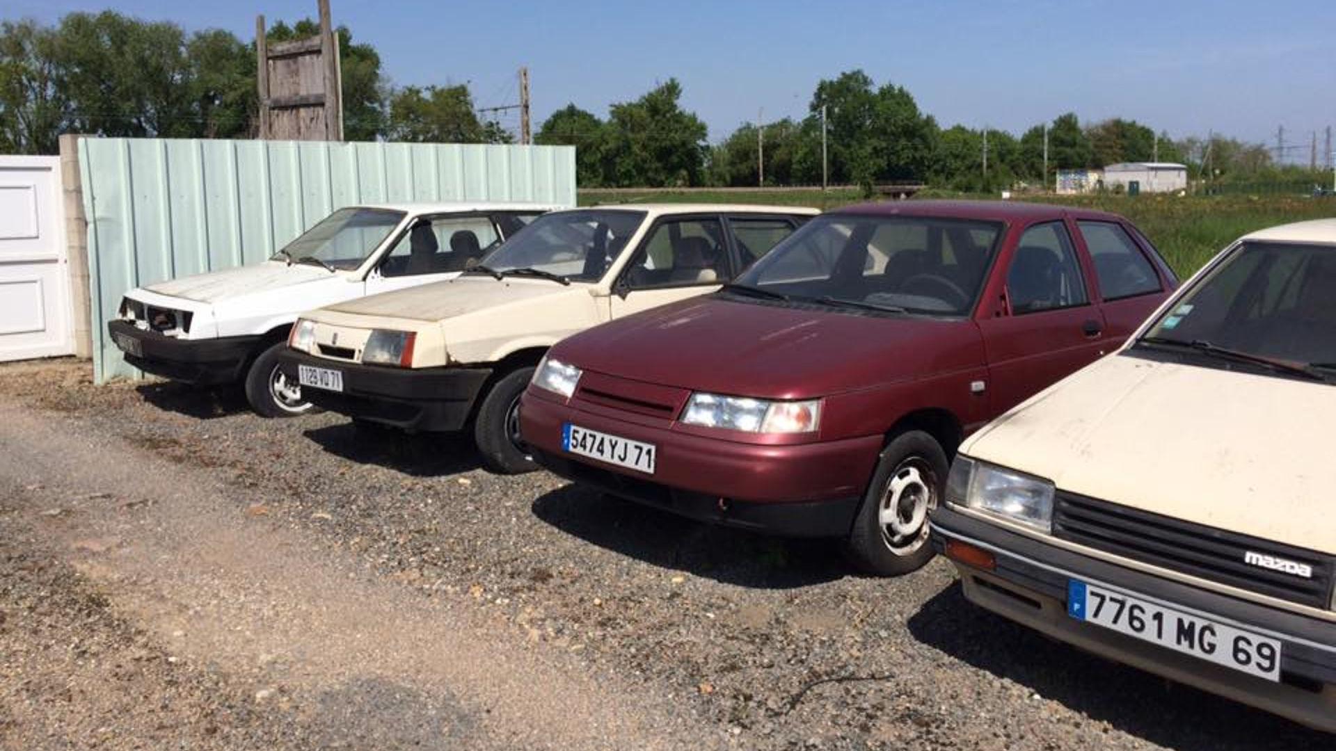 Abandoned_French_Lada_dealership_01