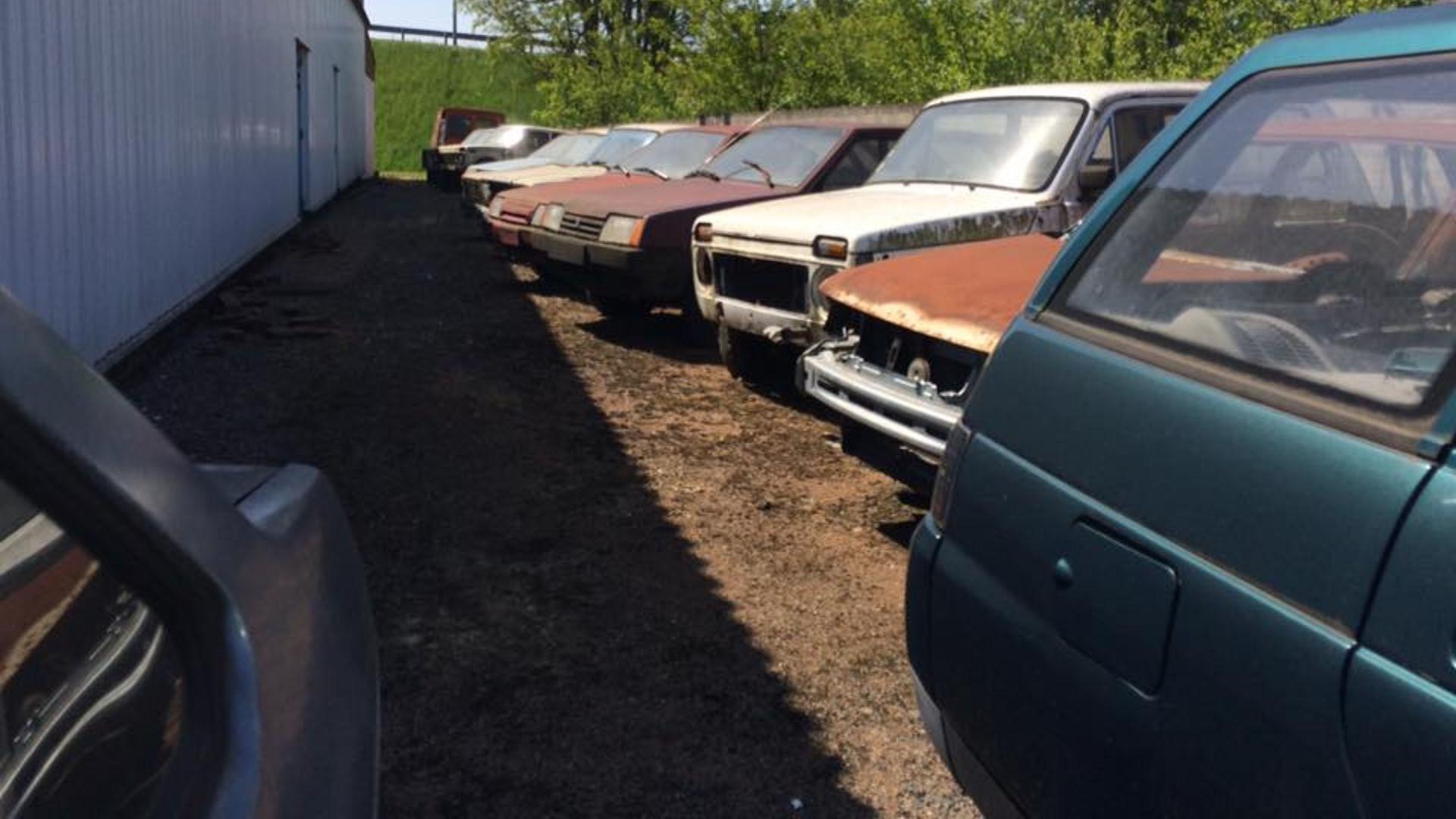 Abandoned_French_Lada_dealership_02