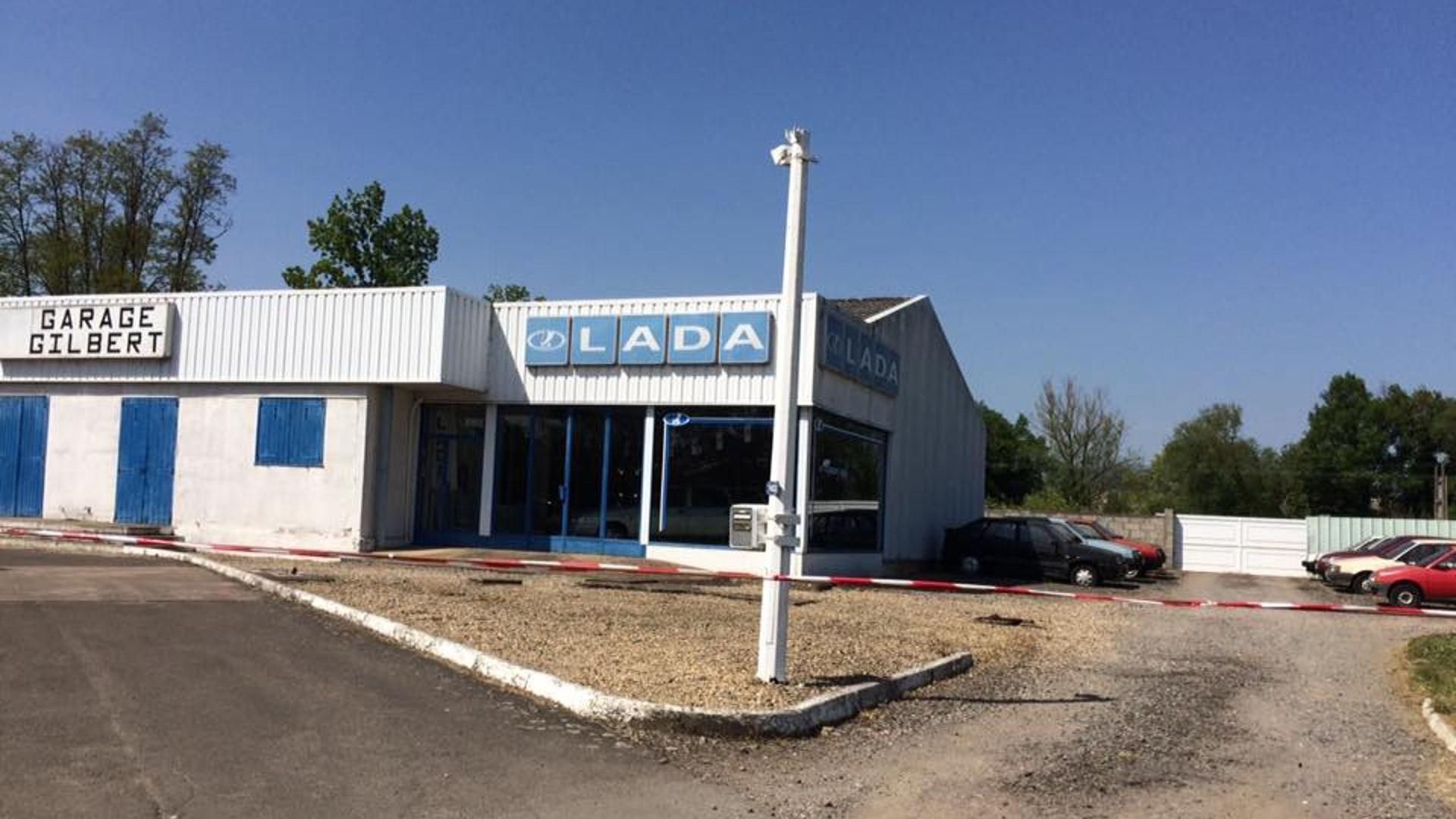 Abandoned_French_Lada_dealership_05