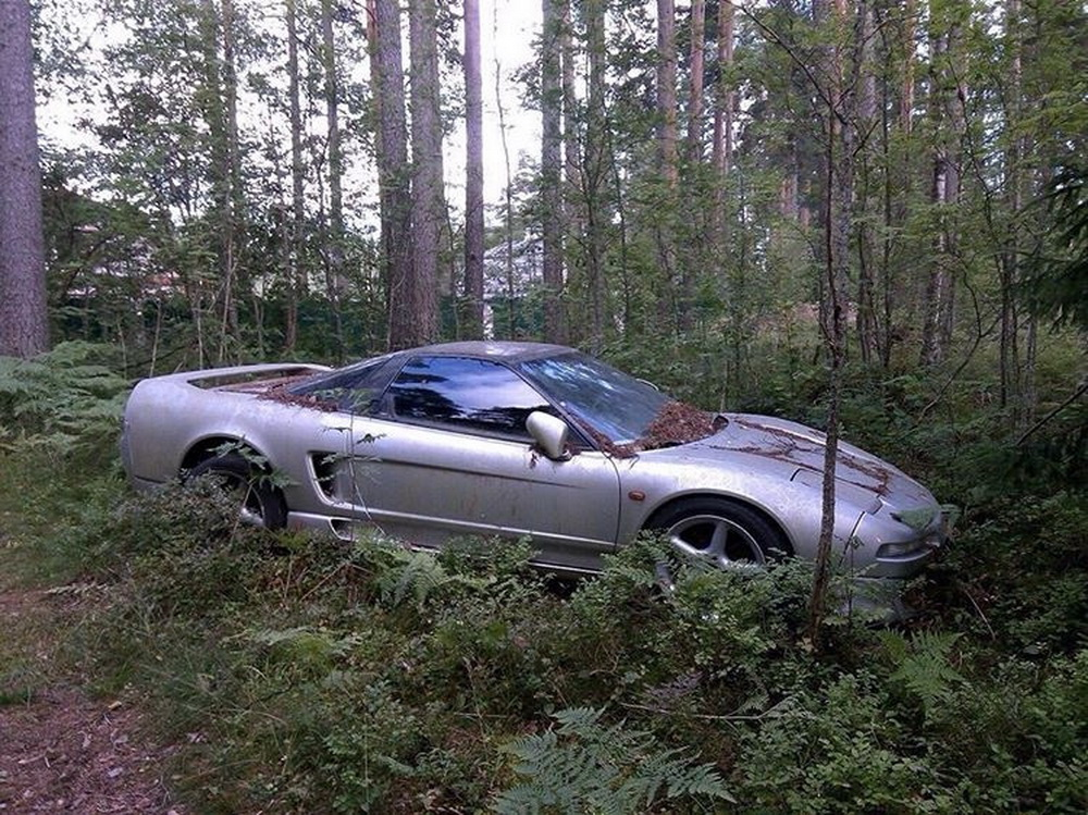 Abandoned_Honda_NSX_Russia_0000