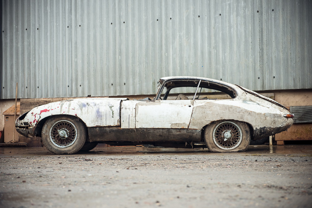 Abandoned Jaguar E-Type 1962 in auction (2)