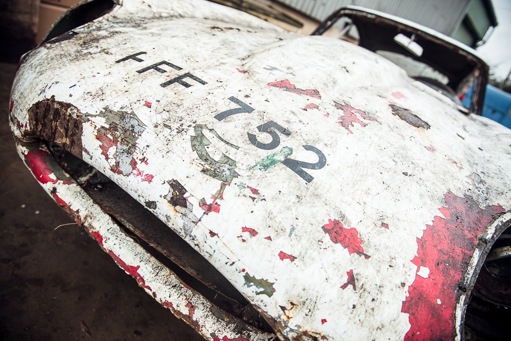 Abandoned Jaguar E-Type 1962 in auction (20)