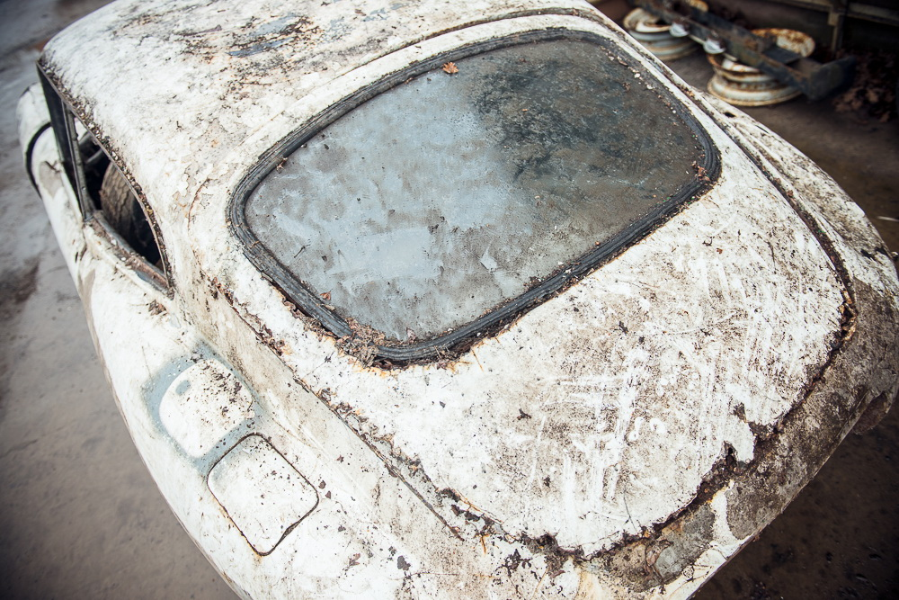 Abandoned Jaguar E-Type 1962 in auction (22)