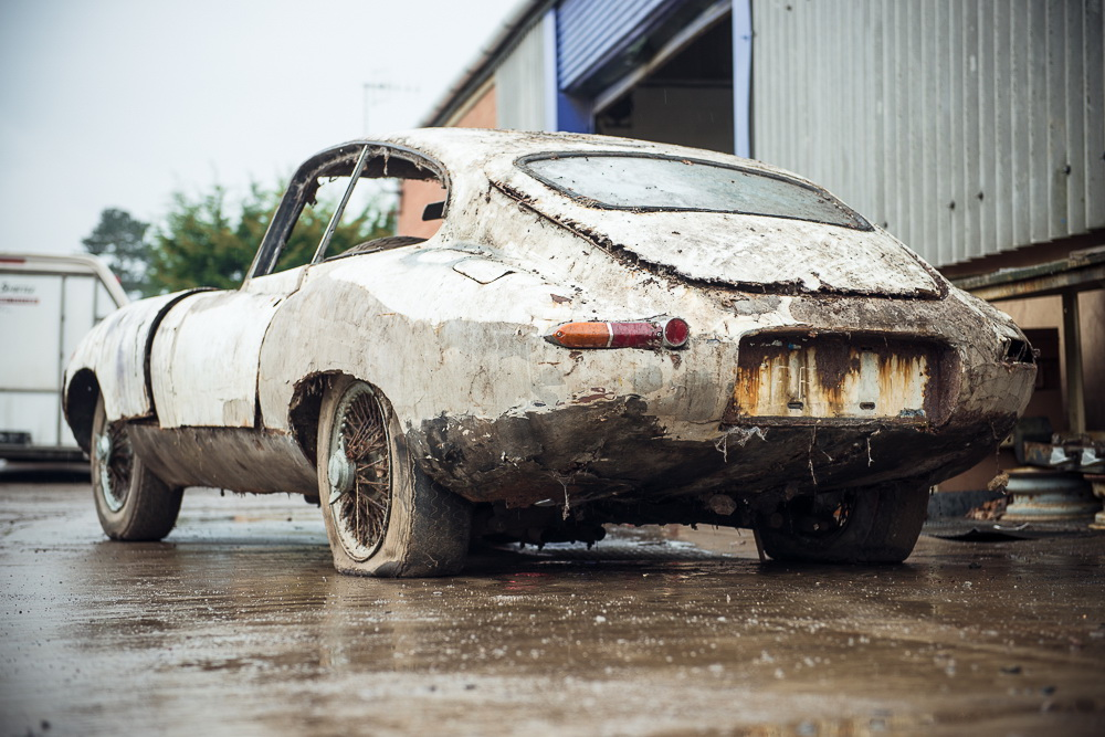 Abandoned Jaguar E-Type 1962 in auction (3)
