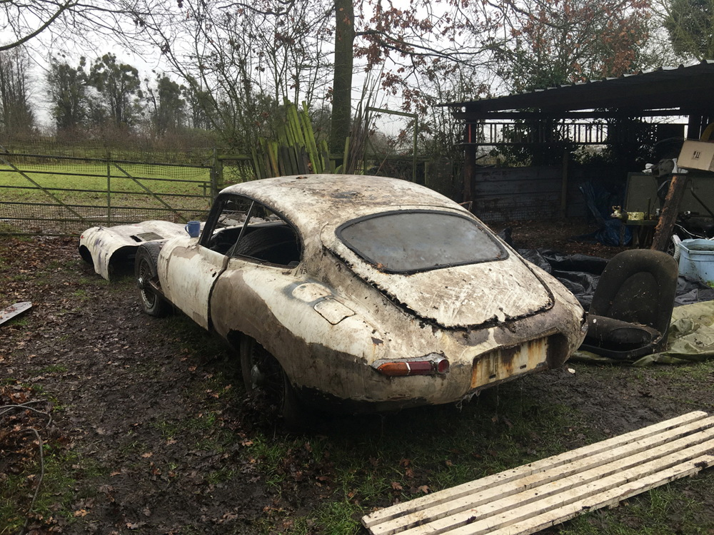 Abandoned Jaguar E-Type 1962 in auction (4)