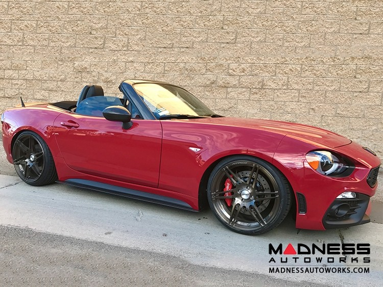 Abarth_124_spider_by_madness_autoworks_24