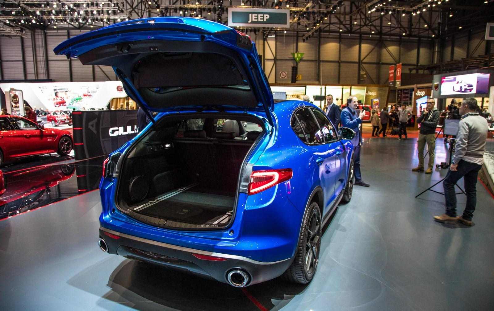 Alfa-Romeo-Stelvio-011