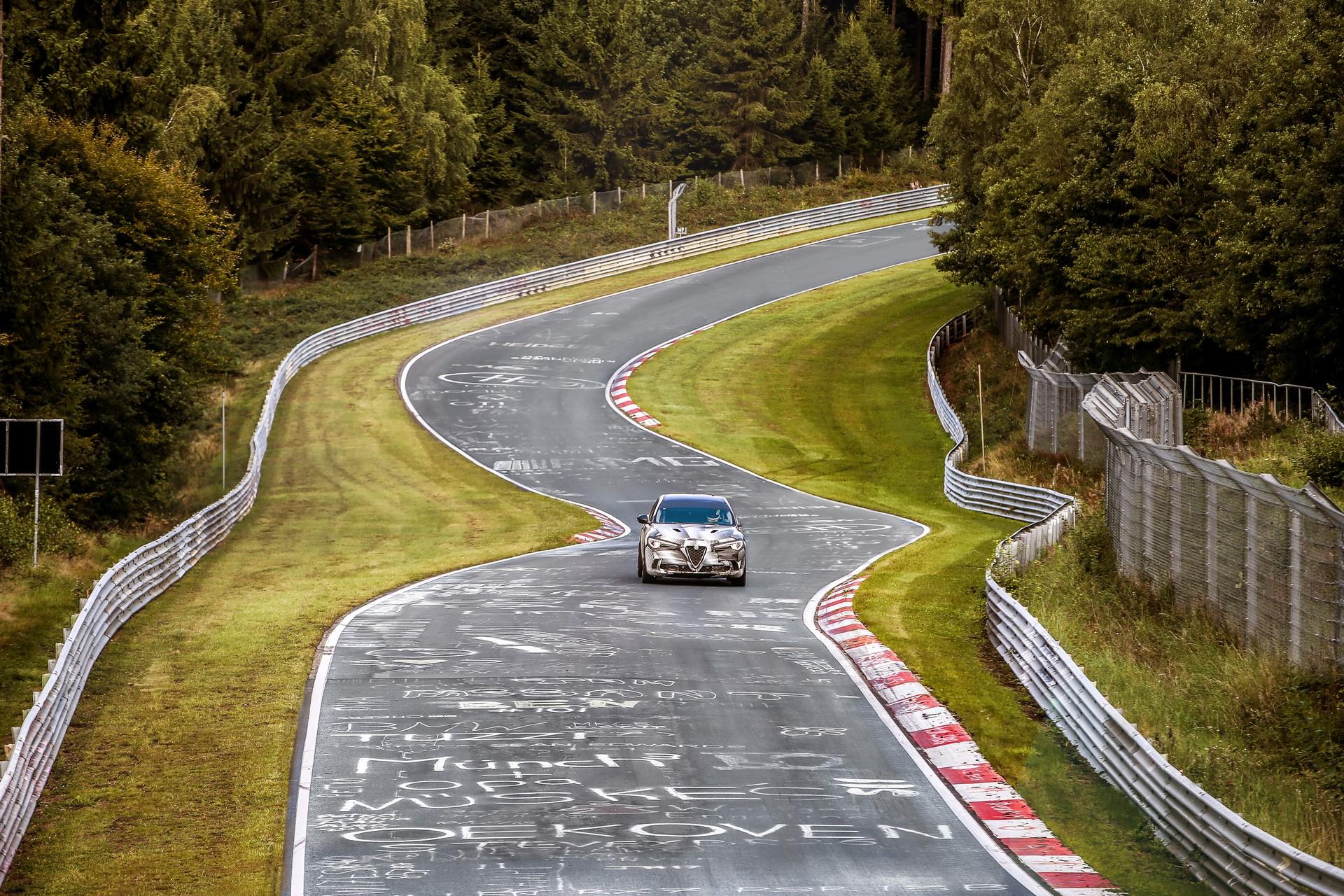 Alfa Romeo Stelvio QuadrifoglioNurburgring record (1)