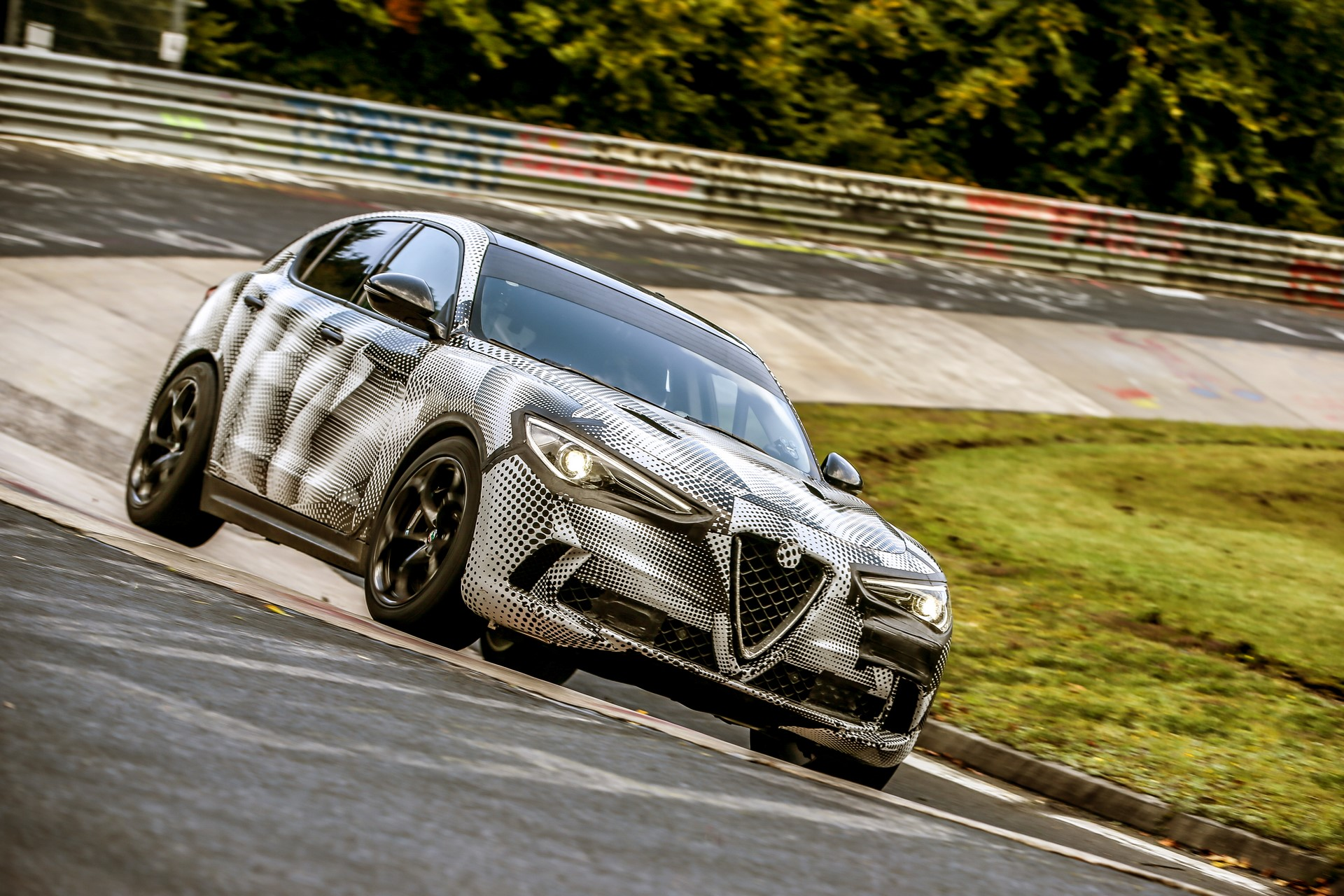 Alfa Romeo Stelvio QuadrifoglioNurburgring record (11)