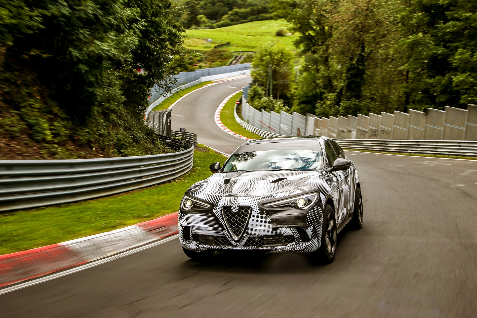Alfa Romeo Stelvio QuadrifoglioNurburgring record (9)
