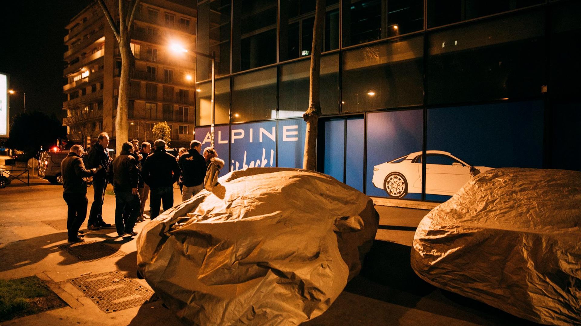 alpine-prototypes-paris-night-ride (12)