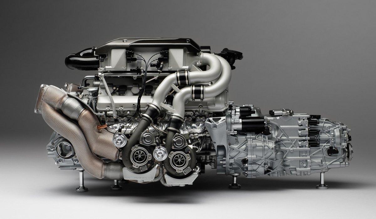 Amalgam_Bugatti_Chiron_Engine_03