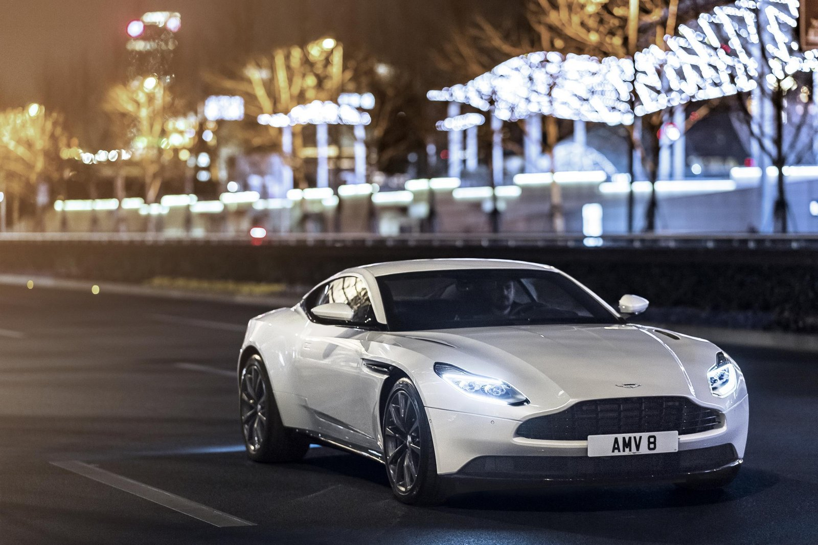 Aston-Martin-DB11-1