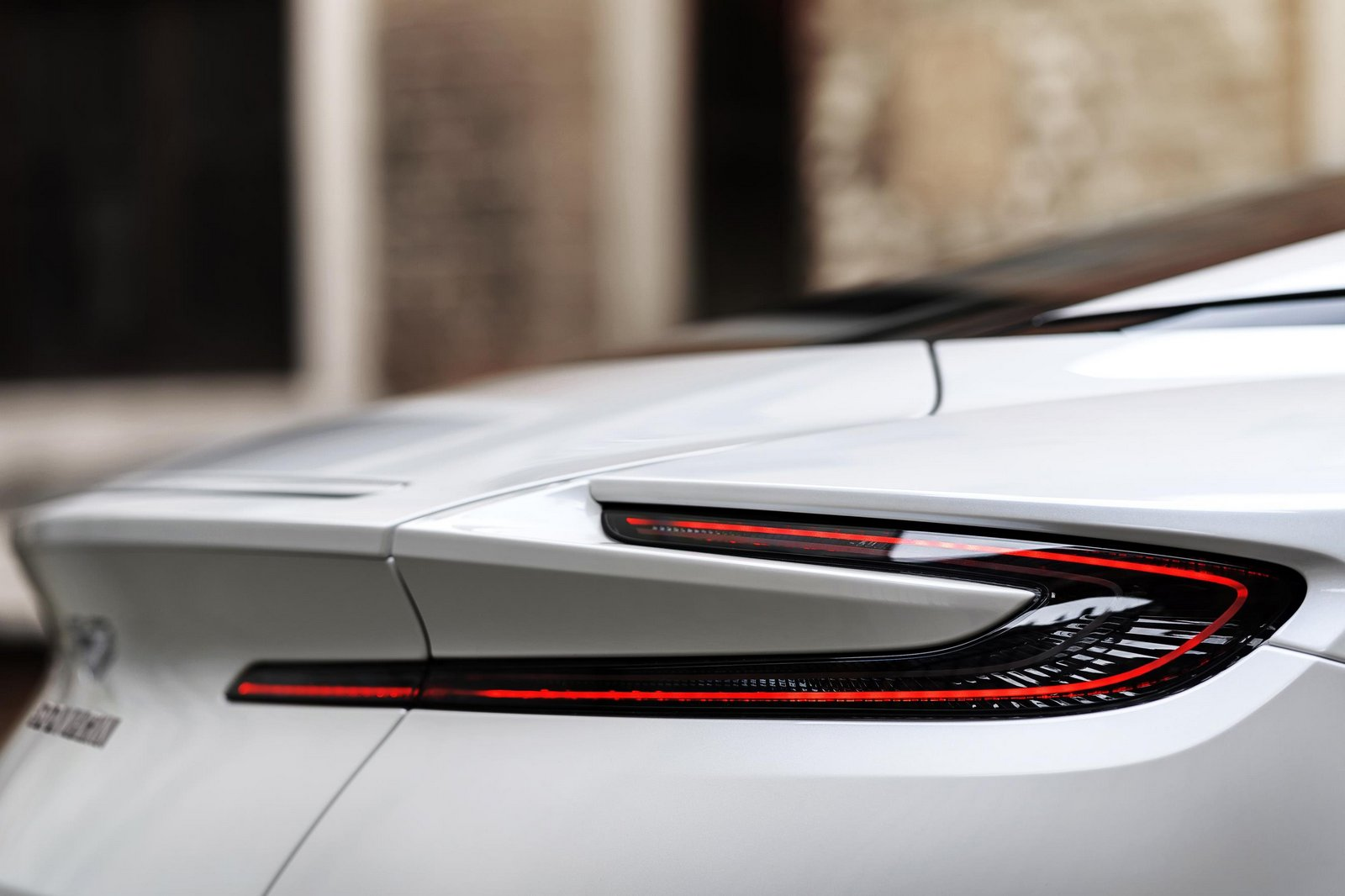 Aston-Martin-DB11-14