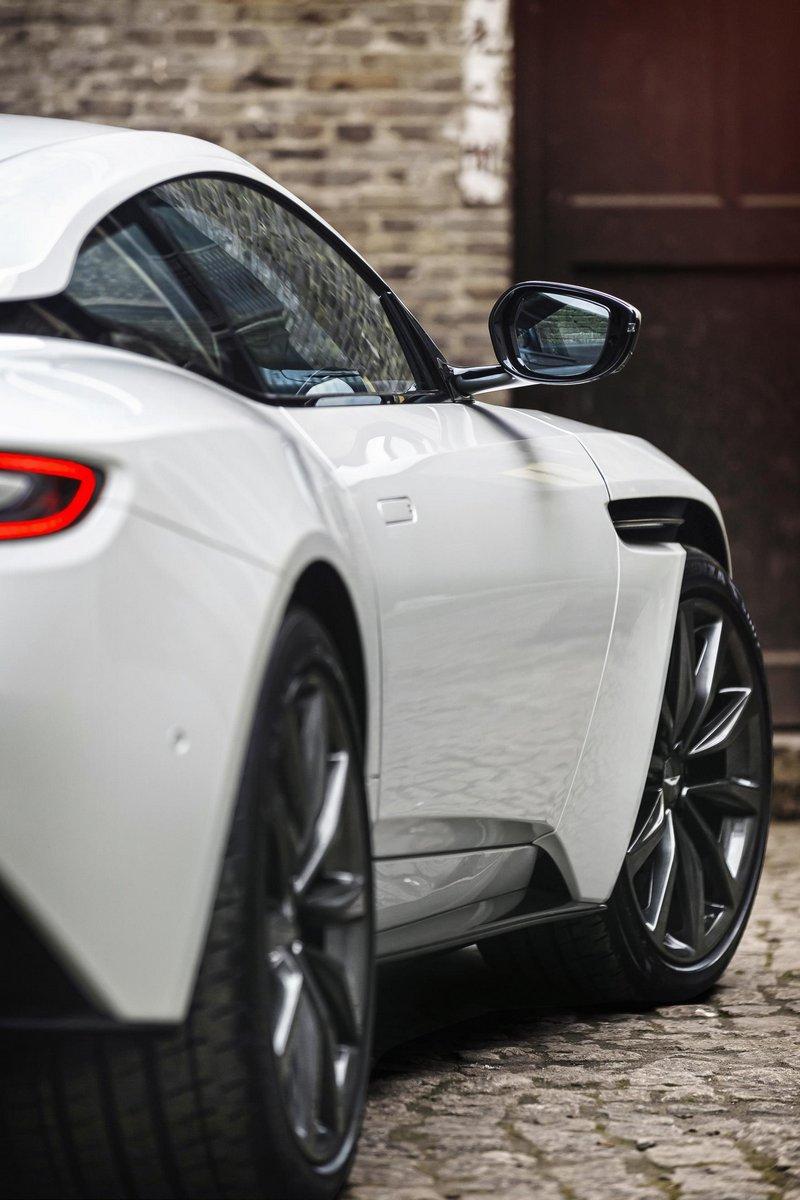 Aston-Martin-DB11-18