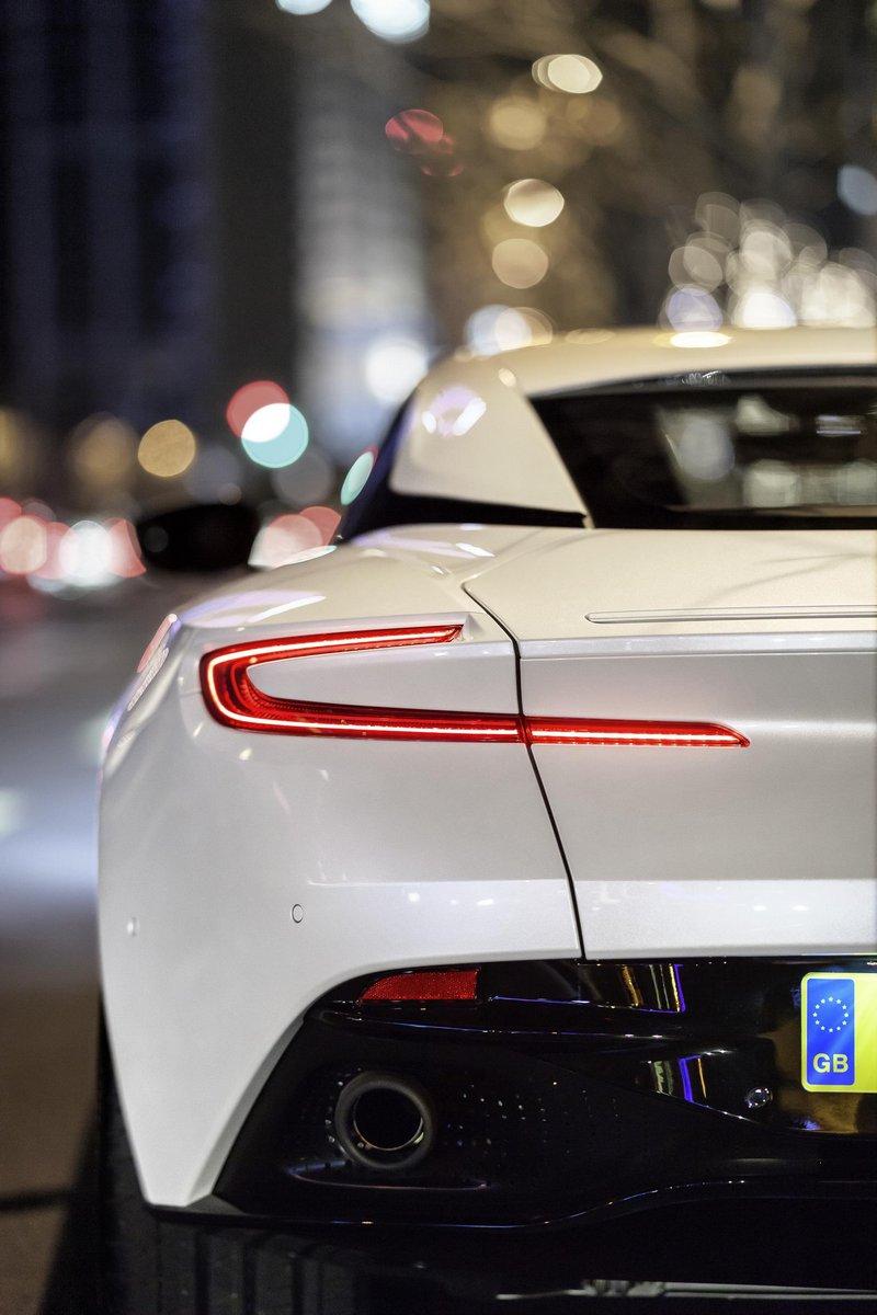 Aston-Martin-DB11-4