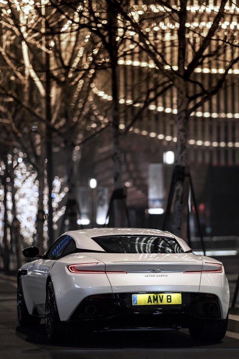 Aston-Martin-DB11-5