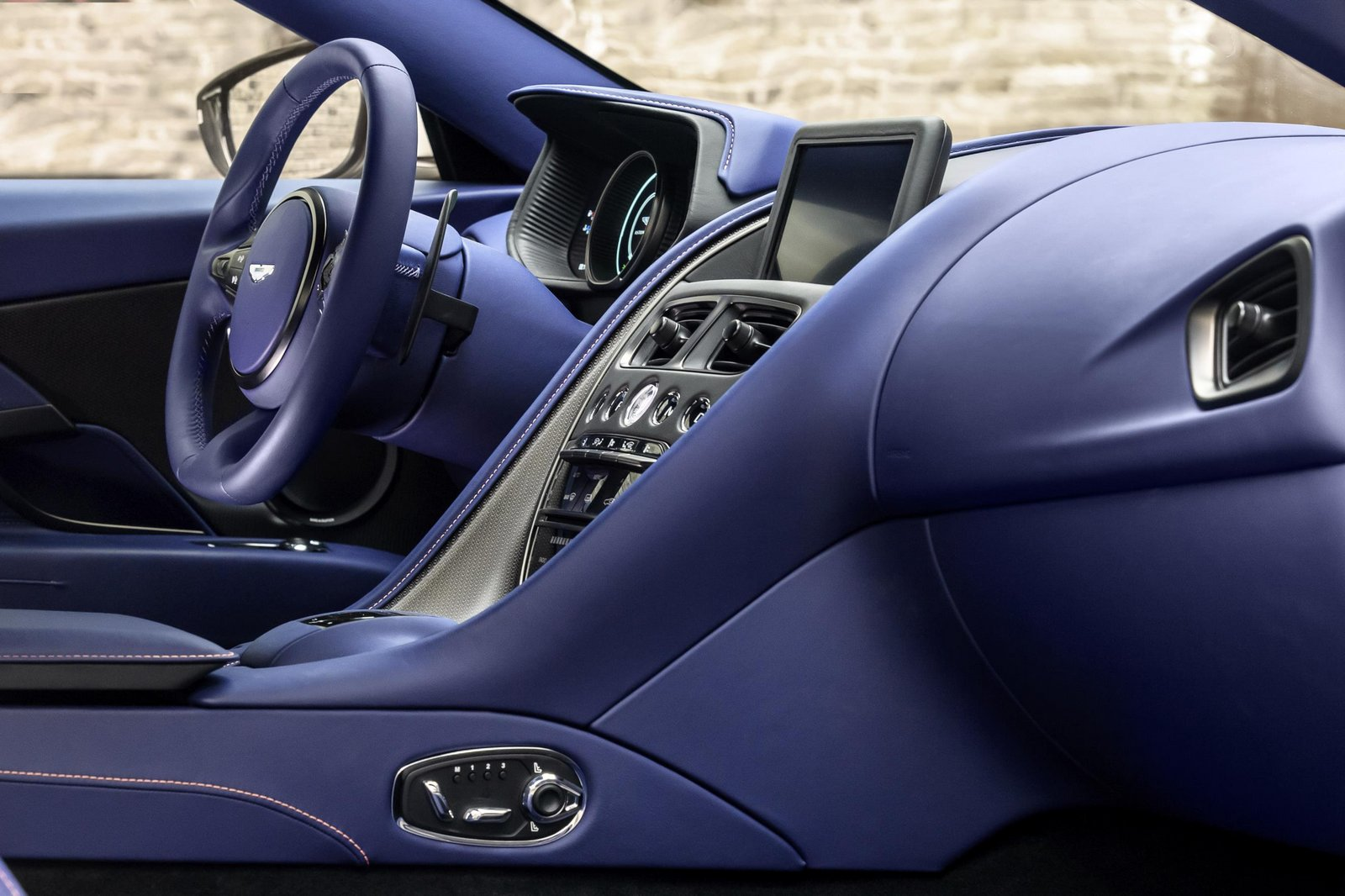 Aston-Martin-DB11-6