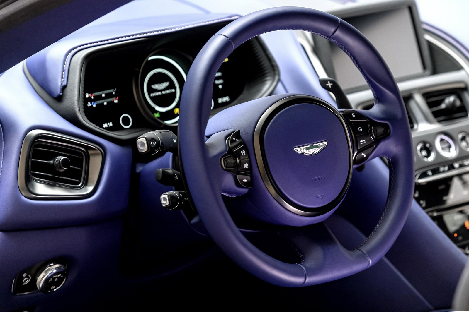 Aston-Martin-DB11-7