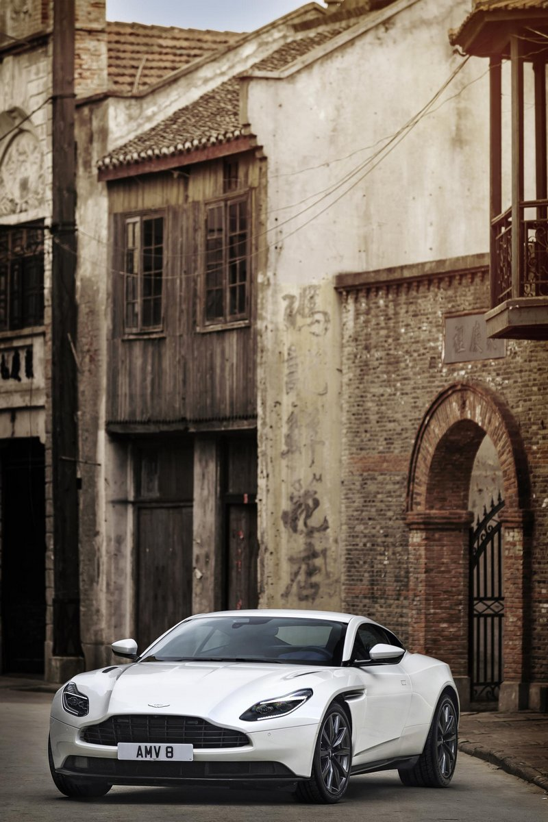 Aston-Martin-DB11-8