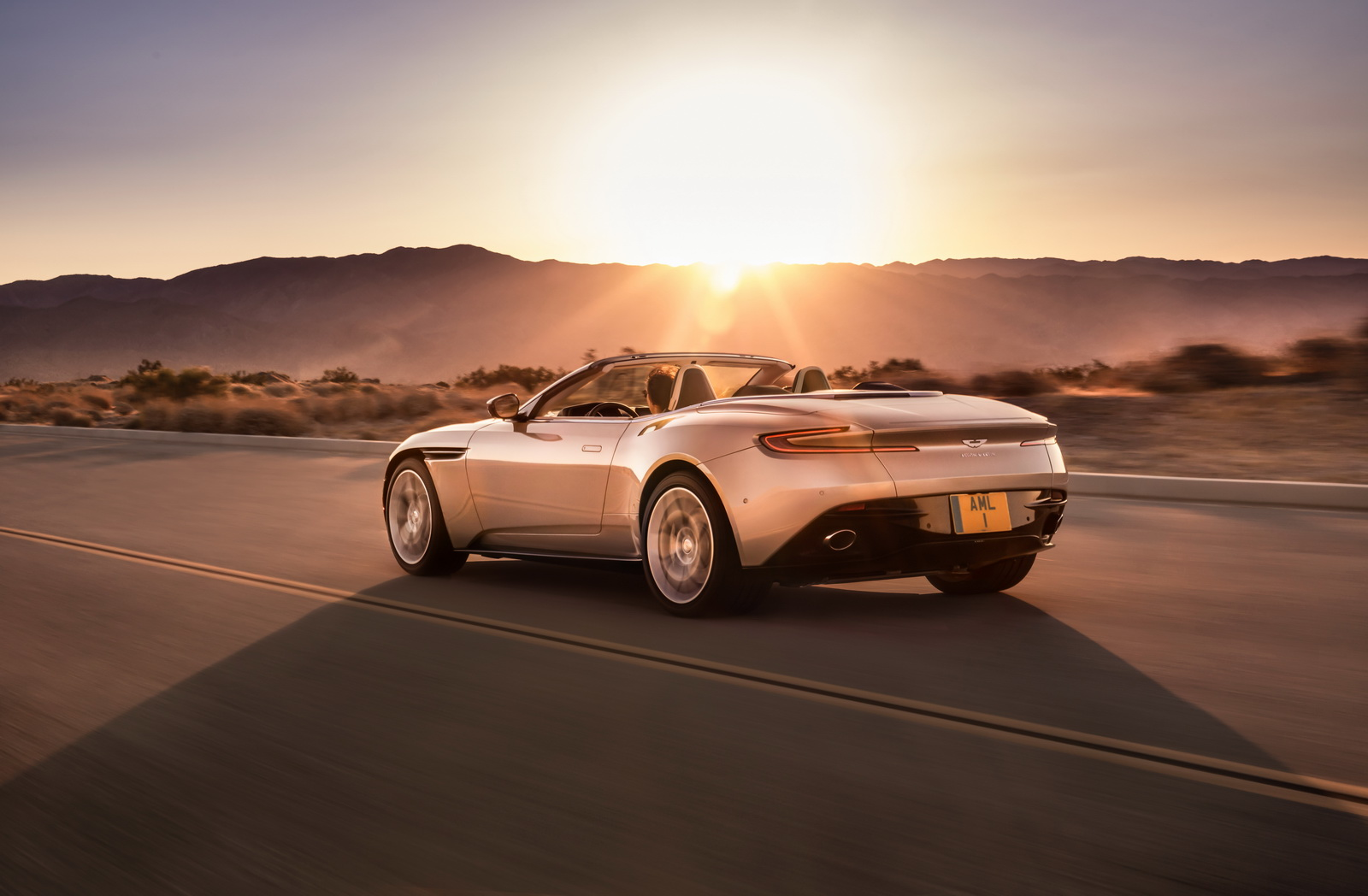 Aston_Martin_DB11_Volante_03