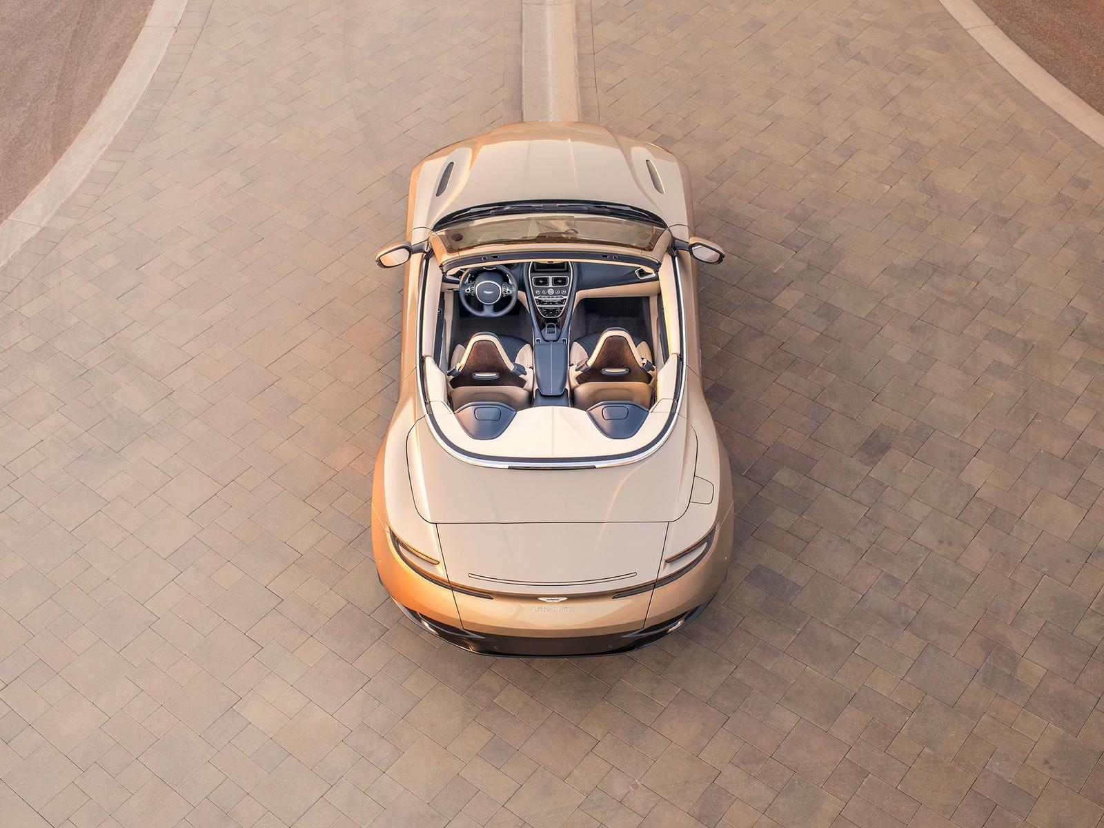 Aston_Martin_DB11_Volante_10