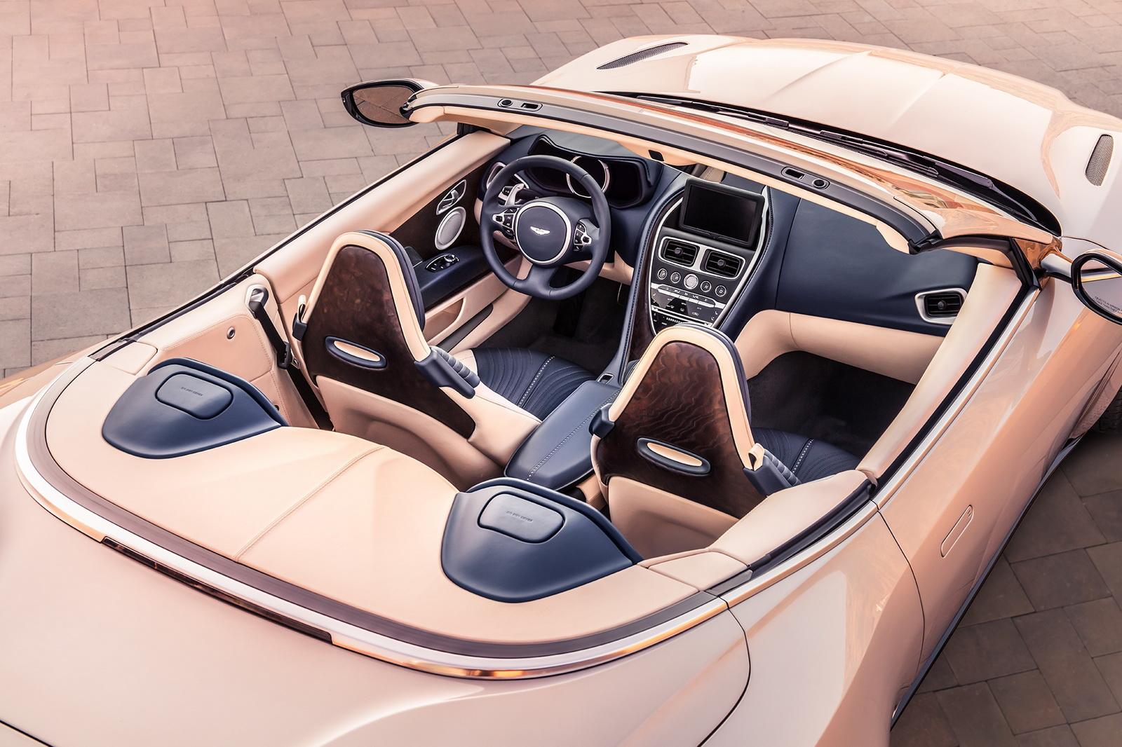 Aston_Martin_DB11_Volante_12