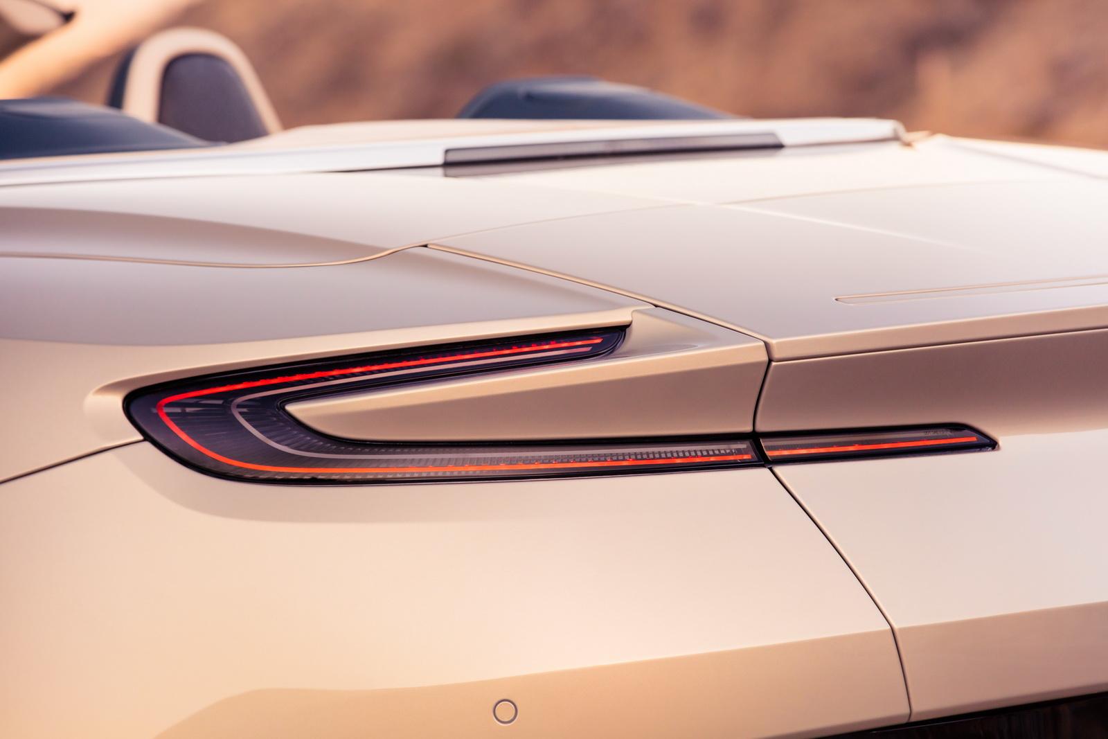 Aston_Martin_DB11_Volante_16