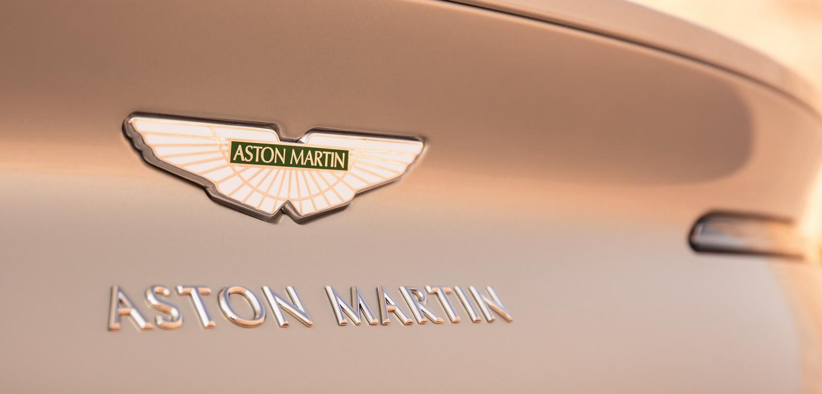 Aston_Martin_DB11_Volante_18
