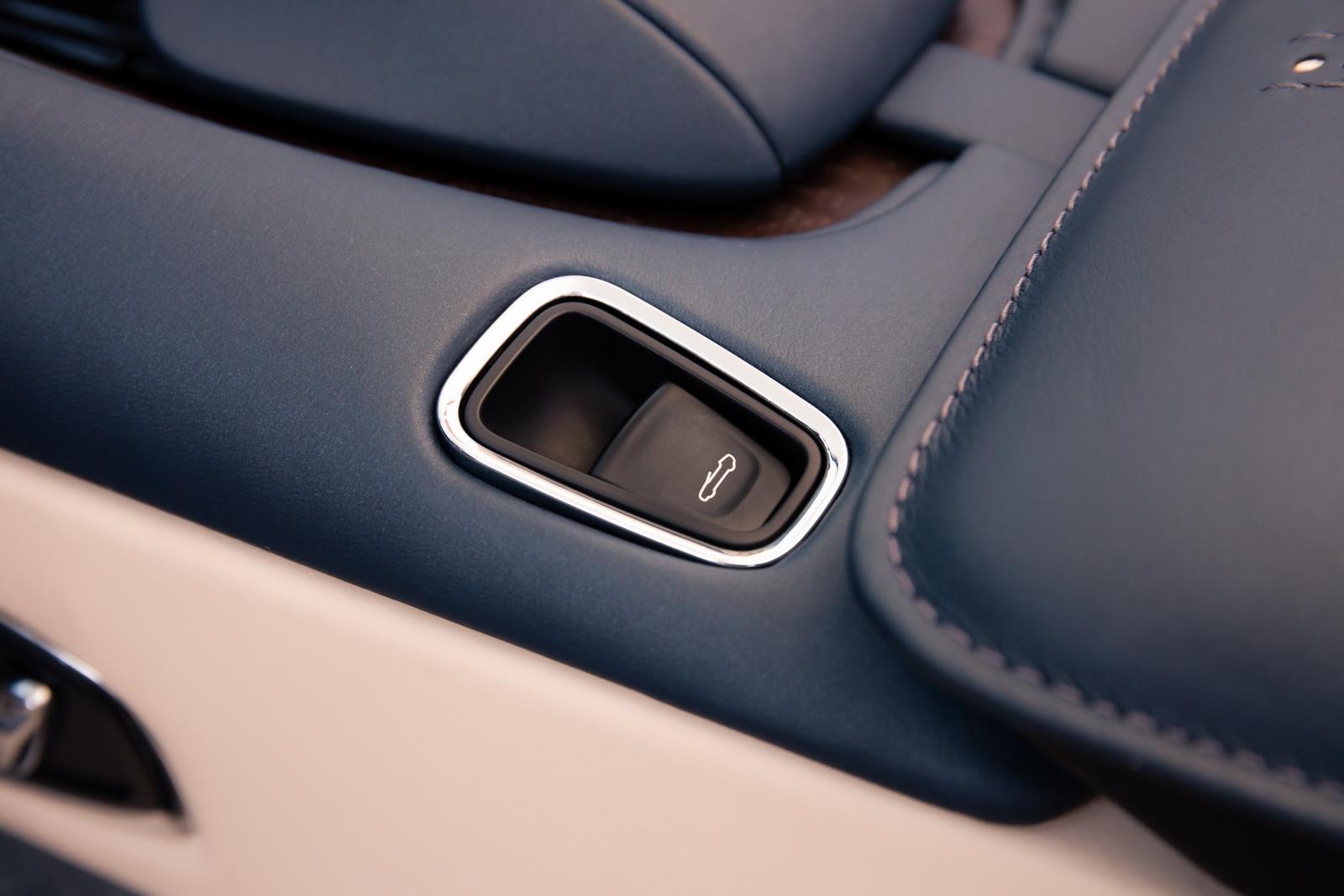 Aston_Martin_DB11_Volante_20