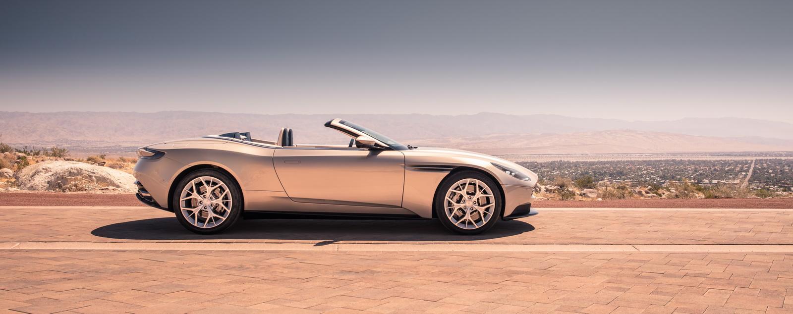 Aston_Martin_DB11_Volante_24