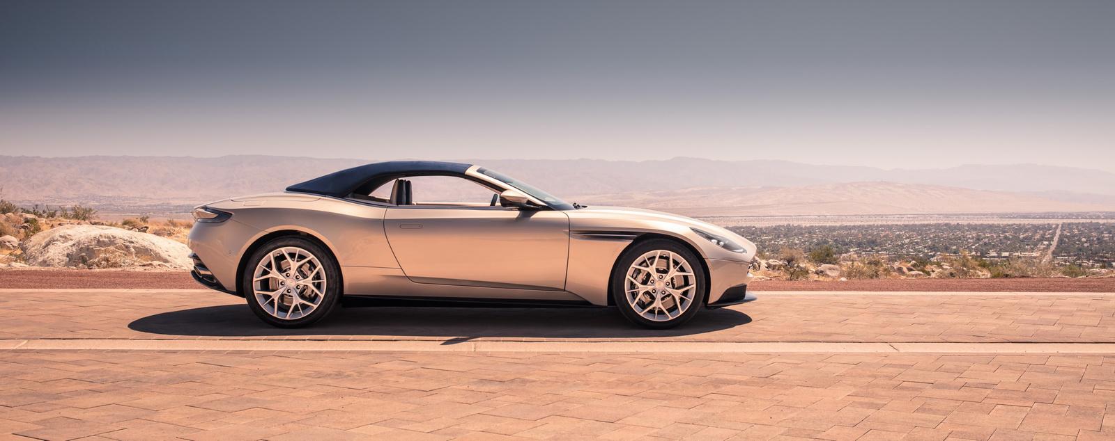 Aston_Martin_DB11_Volante_25