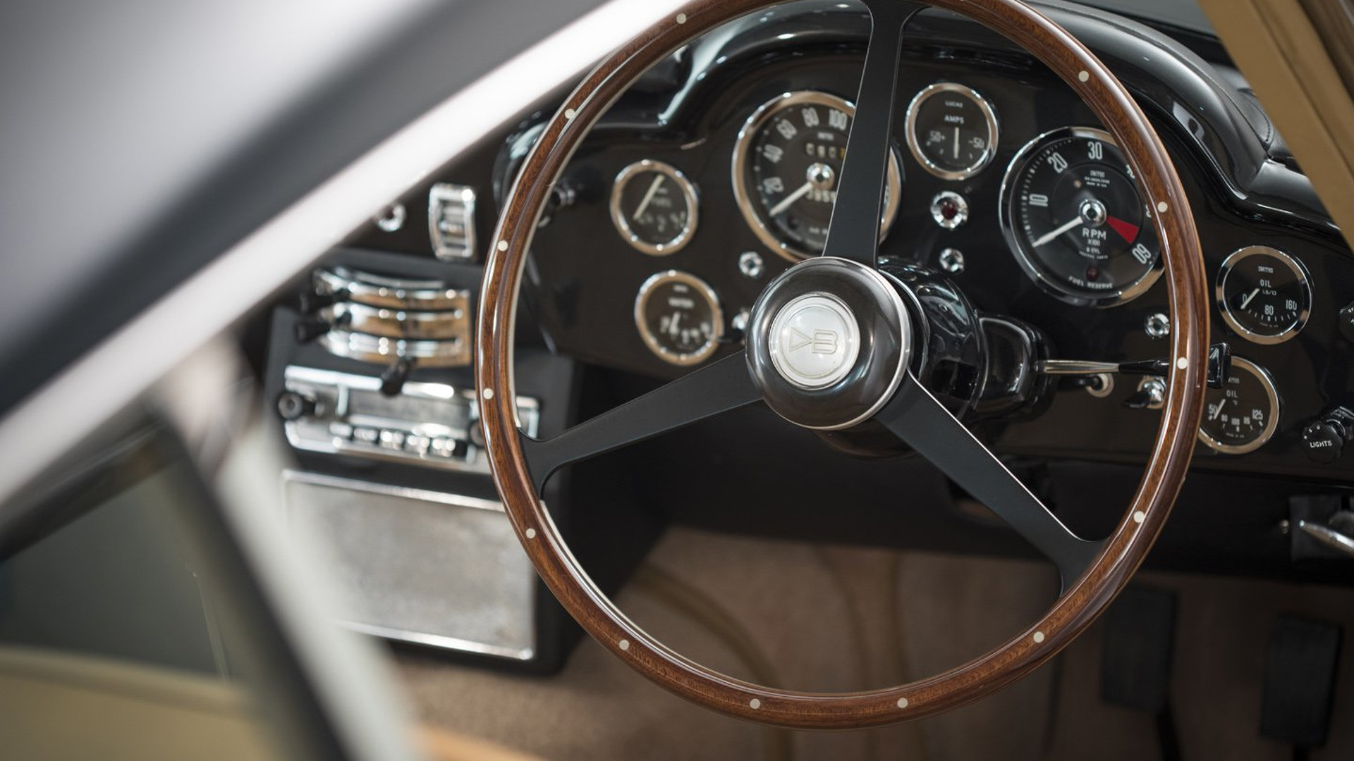 Aston_Martin_DB5_for_sale_11