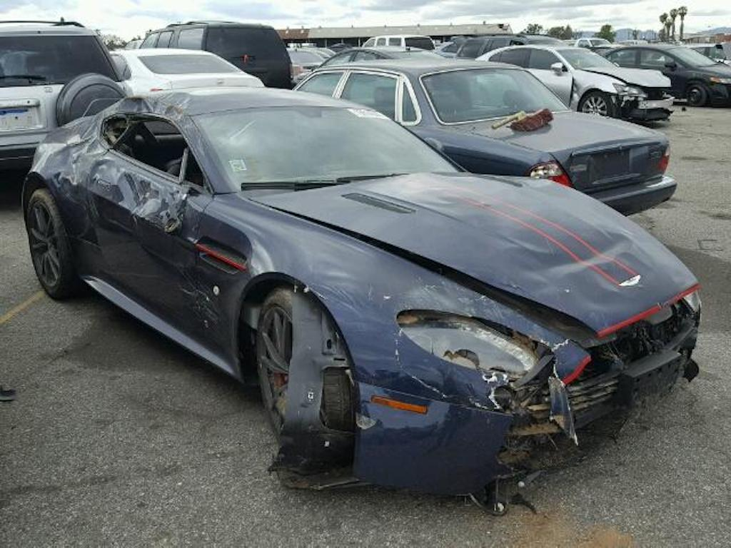 Aston Martin V8 Vantage Crash (1)