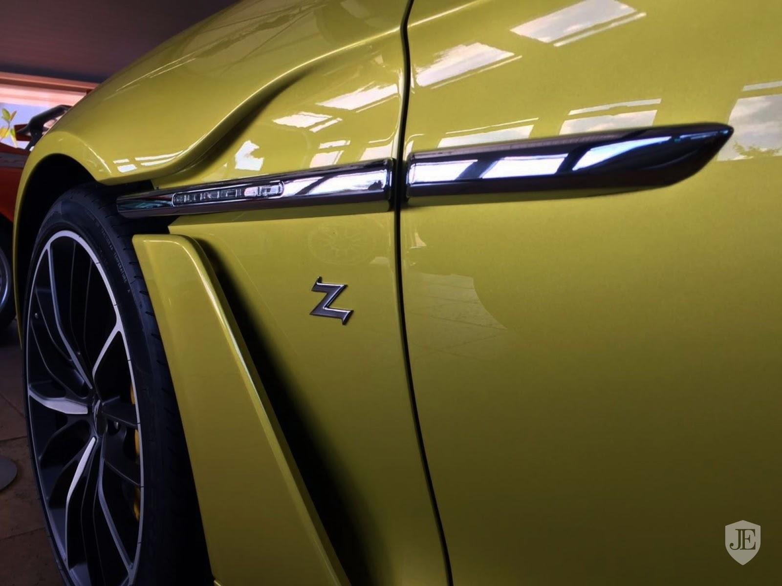 Aston Martin Vanquish Zagato yellow (17)