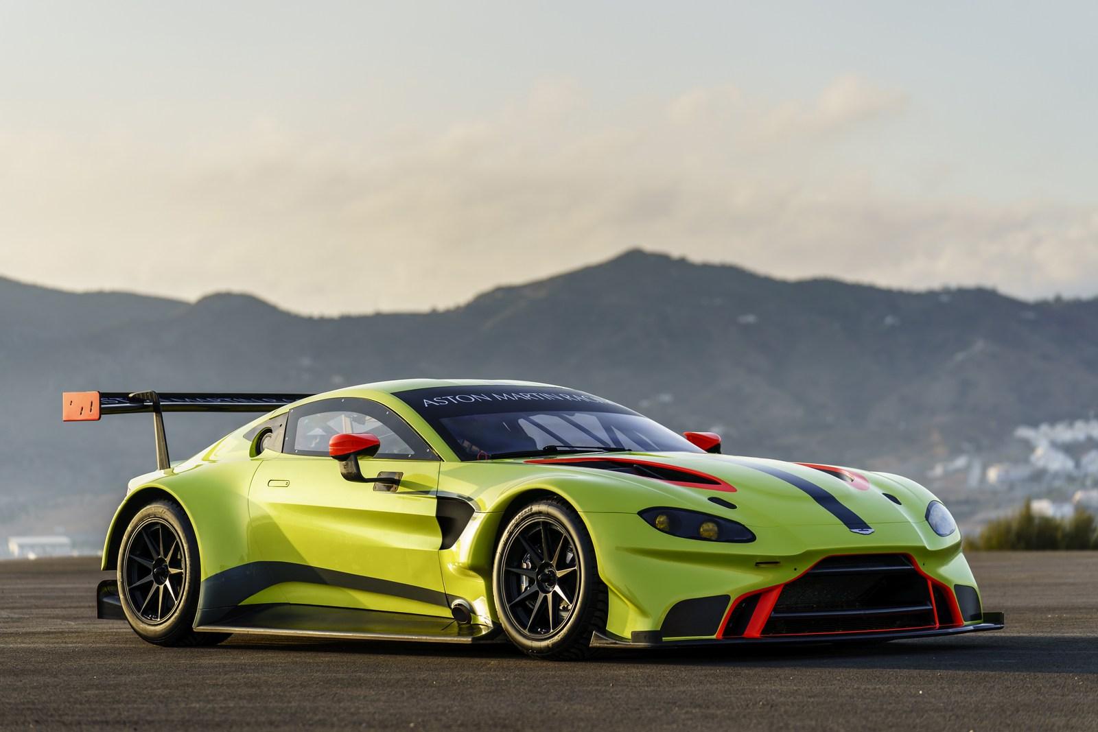 Aston_Martin_Vantage_GTE_01