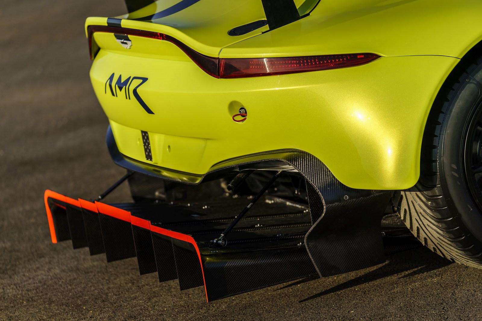 Aston_Martin_Vantage_GTE_03