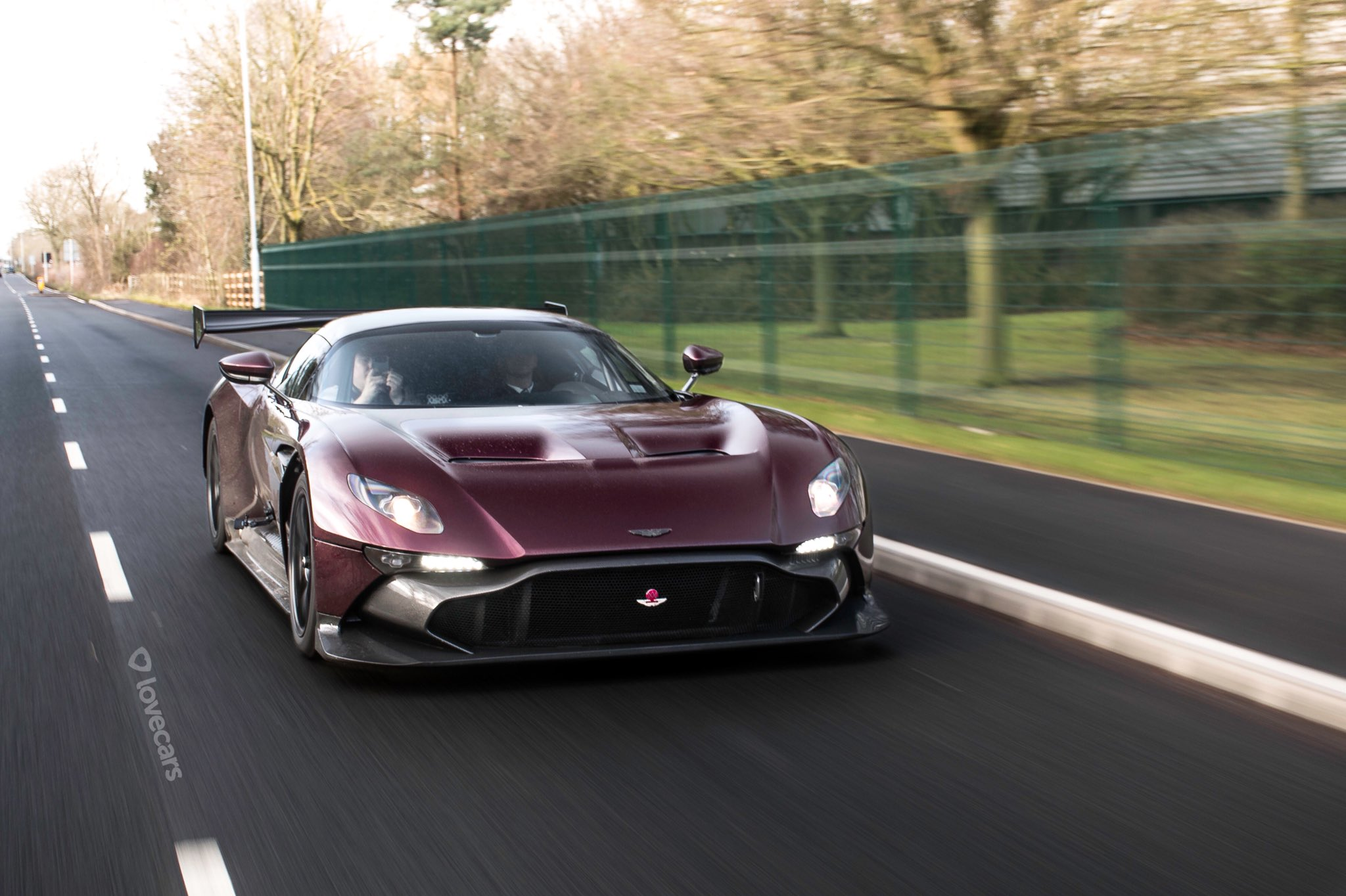 Aston Martin Vulcan street-legal (1)