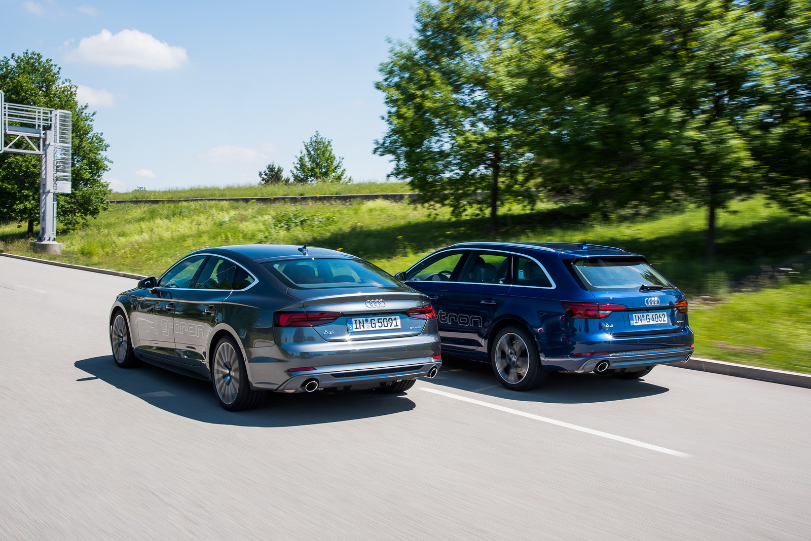 Audi A5 Sportback g-tron dynamic photo, colour: daytona greyAudi A4 Avant g-tron dynamic photo, colour: scuba blue