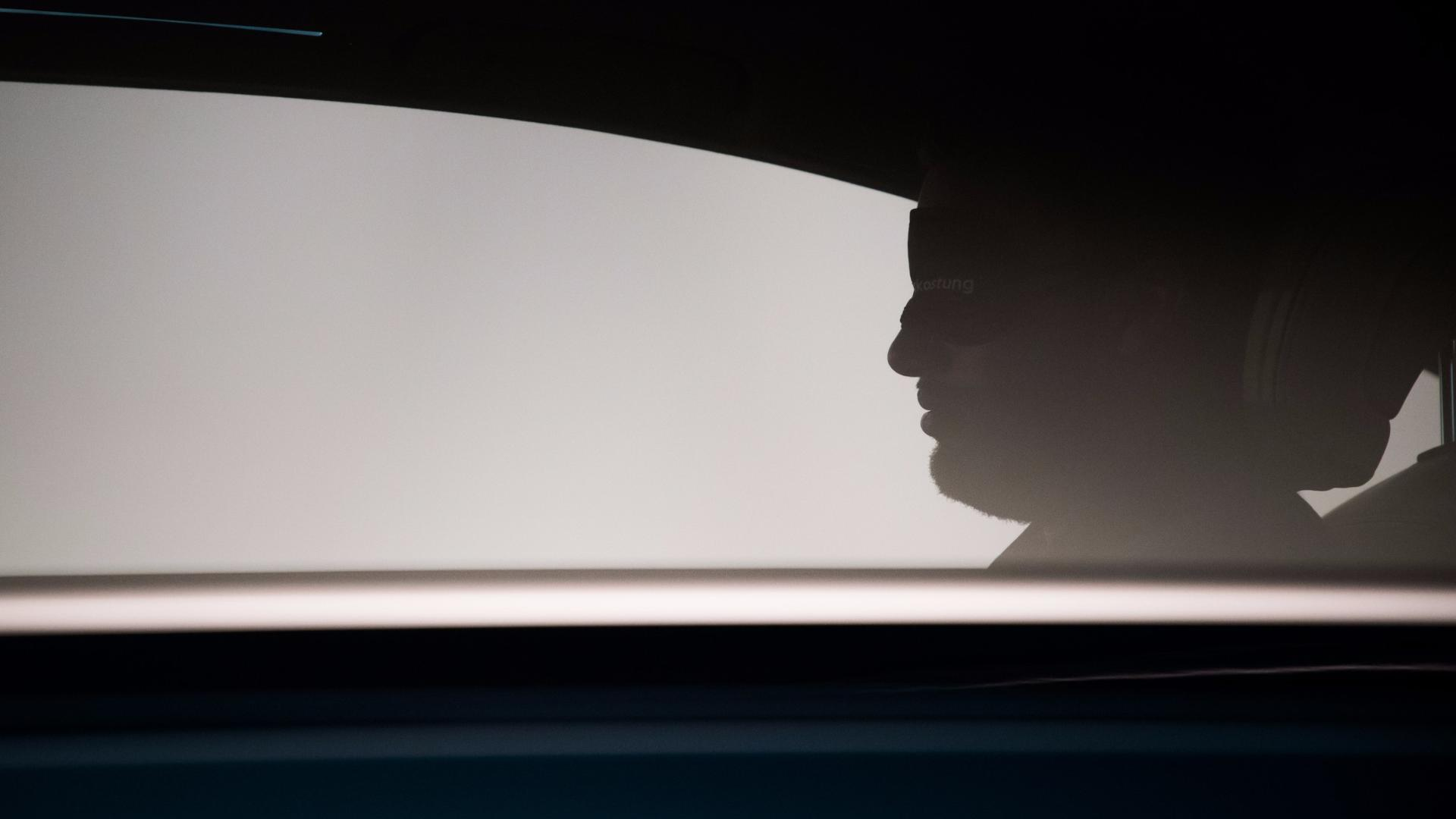 2018-audi-a8-teaser (40)