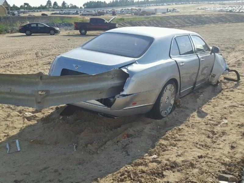 bentley-mulsanne-crash-vangrails-4