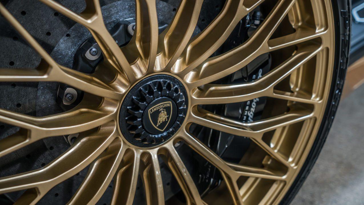 Black&Gold_Lamborghini_Aventador_SV_01