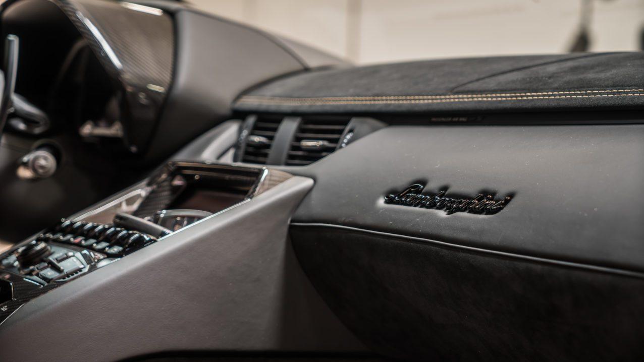 Black&Gold_Lamborghini_Aventador_SV_02