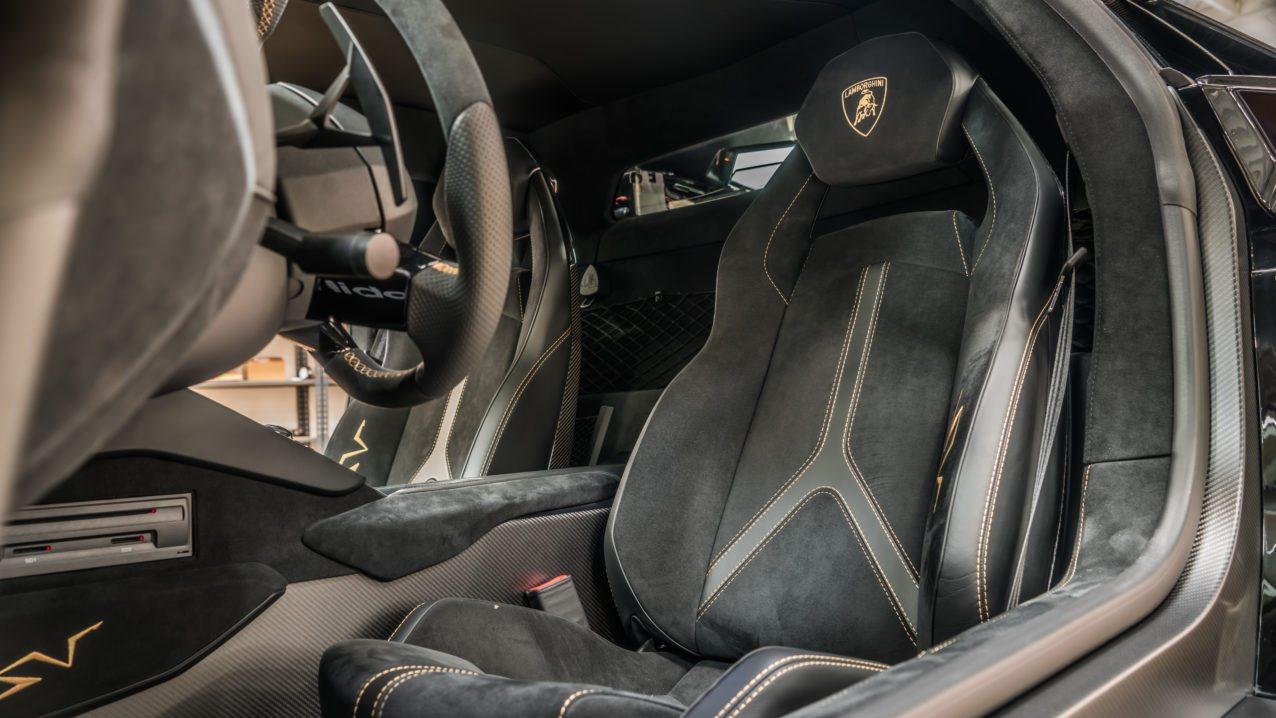 Black&Gold_Lamborghini_Aventador_SV_03