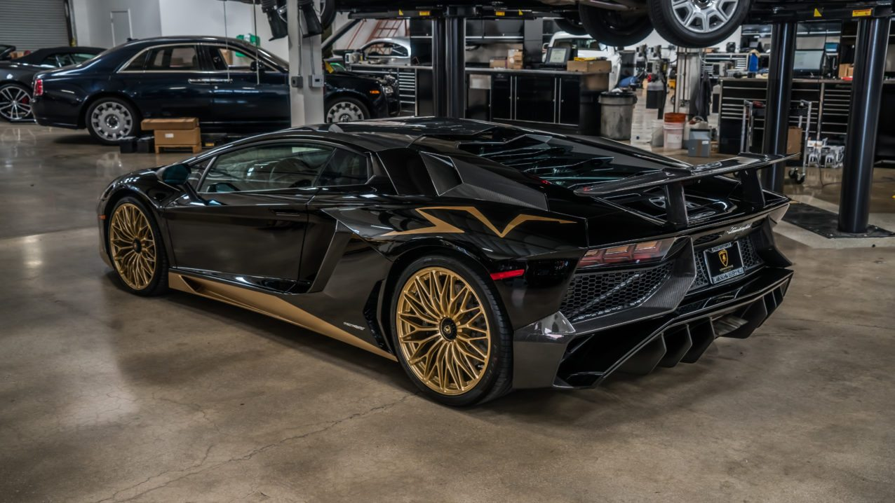 Black&Gold_Lamborghini_Aventador_SV_11