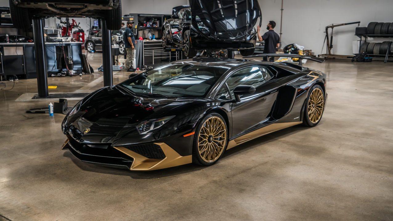 Black&Gold_Lamborghini_Aventador_SV_12