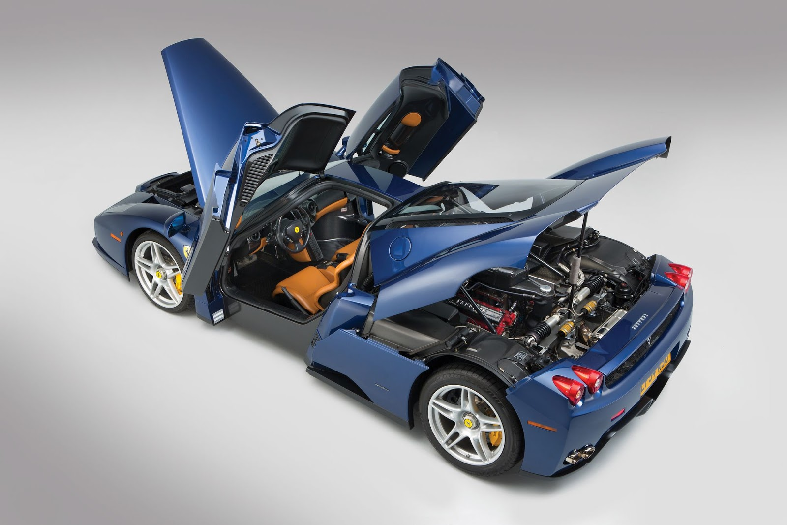 Blue Ferrari Enzo in auction (11)