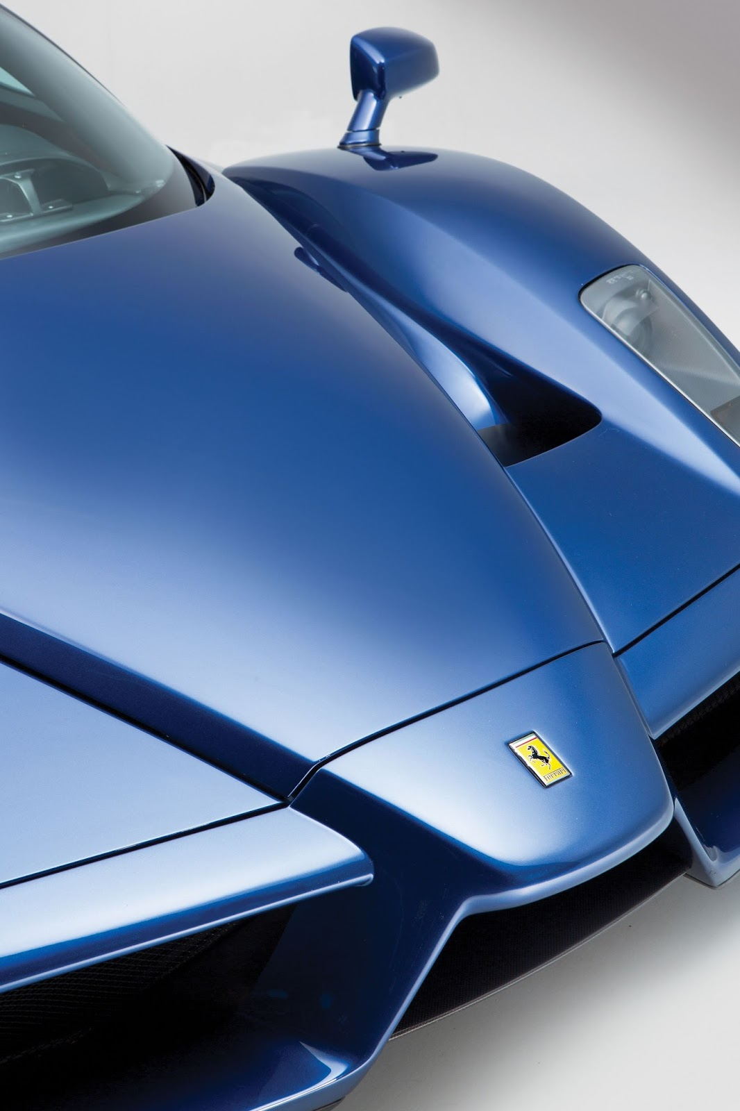 Blue Ferrari Enzo in auction (12)