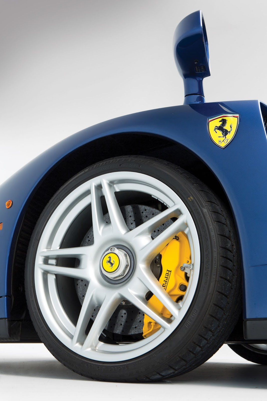 Blue Ferrari Enzo in auction (13)