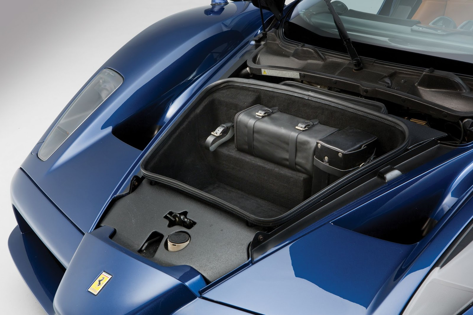 Blue Ferrari Enzo in auction (14)
